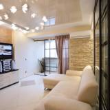 глянцевый потолок - квартира в стиле кантри